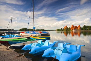 LT02018 Lithuania, Trakai, Trakai Historical National Park, Island Castle on Lake Galve