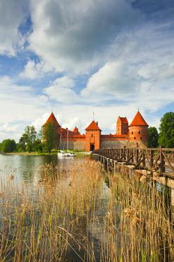 LT02016 Lithuania, Trakai, Trakai Historical National Park, Island Castle on Lake Galve