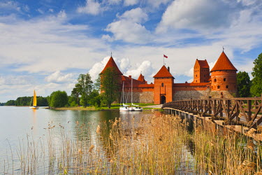 LT02017 Lithuania, Trakai, Trakai Historical National Park, Island Castle on Lake Galve