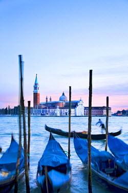 IT9160AW Gondolas & San Giorgio Maggiore, Venice, Veneto, Italy