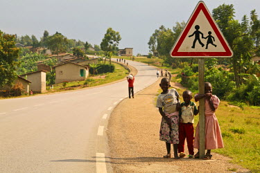 RW1190AW Butare, Rwanda. Children stand by the side of a newly refurbished road. Subsequent accident rates have fallen dramatically.