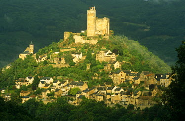 FRA7023 France, Midi-Pyrnees, Aveyron, Najac. Dominated by a part-ruined 13th-century fortress, Najac still exudes a medieval air and is a member of an independent association known as Les Plus Beaux Villages...