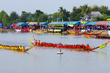 THA0235 Thailand, Nakhon Ratchasima, Phimai.  Longboat racing on the Chakrai River during the Phimai Festival.  The festival held in November celebrates the town's history with cultural performances and boat...