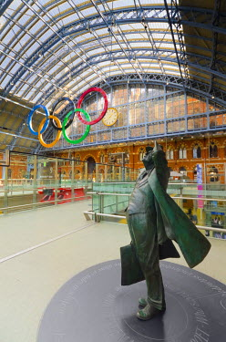 UK10362 UK, England, London, St Pancras Railway Station, Olympic Rings