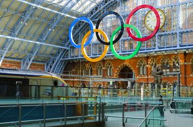 UK10363 UK, England, London, St Pancras Railway Station, Olympic Rings