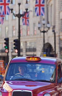 UK10376 Taxi on Regent Street, London, England, UK