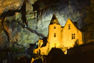 FR06352 France, Aquitaine Region, Dordogne Department, La Roque Gageac, town on the Dordogne River, cliffside building
