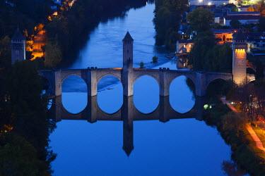 FR06327 France, Midi-Pyrenees Region, Lot Department, Cahors, Pont Valentre, midieval bridge, Lot River