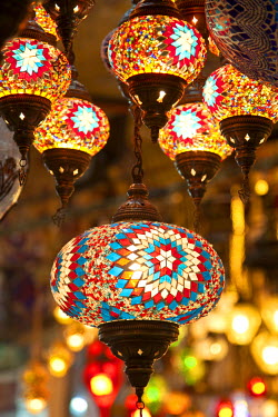 TK01343 Lamps and lanterns in shop in the Grand Bazaar, Istanbul, Turkey