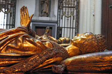BE03035 Tomb of duchess Mary of Burgundy, Church of Our Lady, Bruges, Belgium