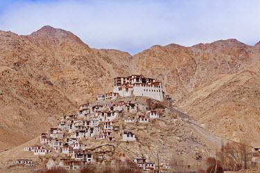 IND6590 India, Ladakh, Chemrey. Chemrey Monastery, dramatically perched on a pyramidal hill.