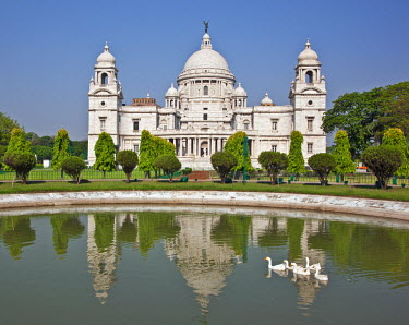 IND6388 Situated in a well-tended park, the magnificent Victoria Memorial building with its white marble domes was built to commemorate Queen Victoria�s diamond jubilee in 1901 but was completed more than ten...