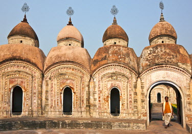 IND6417 Some of the 108 Shiva brick Temples at Kalna. Built in 1809 by Maharaja Teja Chandra Bahadur, they form two concentric circles symbolically representing the beads in a rosary.