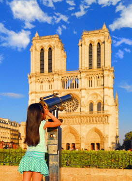 FRA7067AW France, Paris, Notre Dame Cathedral, girl aged 8 looking through telescope (MR)
