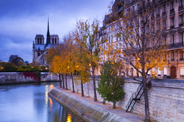 FR01903 France, Paris, Cathedral Notre Dame cathedral and Ile St-Louis, dawn