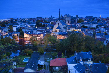 FR06418 France, Poitou-Charentes Region, Vienne Department, Poitiers, elevated view of town and Cathedrale St-Pierre, dawn