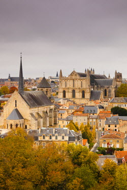 FR06415 France, Poitou-Charentes Region, Vienne Department, Poitiers, elevated view of town and Cathedrale St-Pierre, autumn