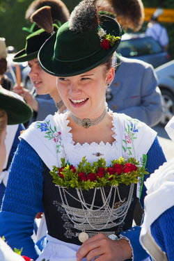 TPX25786 Germany, Bavaria, Burghausen, Folklore Festival, Girls in Traditional Baverian Costume