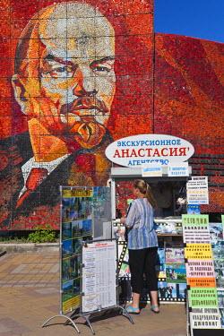 RU06030 Russia, Black Sea Coast, Sochi, Riviera Park, revolutionary mosaic of Vladimir Lenin