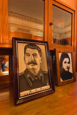 RU06018 Russia, Black Sea Coast, Sochi, Stalin Dacha, summer house of Soviet Dictator Joseph Stalin on the gounds of the Zelenaya Roscha sanitorium, portraits of Stalin and wife Nadezhda Aliluyeva