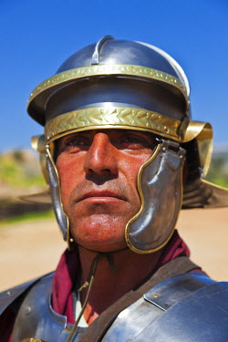 JD07102 Jordan, Jerash, Roman Army and Chariot Experience, Roman-era military show, Centurion