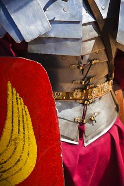 JD07103 Jordan, Jerash, Roman Army and Chariot Experience, Roman-era military show, uniform details