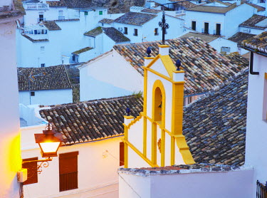 SPA3854AW Spain, Andalucia, Setenil, view over church at dusk