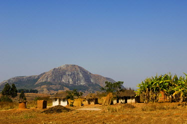 MW1311 Malawi, Dedza.  Grass-roofed houses in a rural village in the Dedza region.