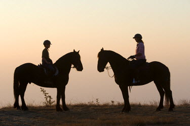 MW1469 Malawi, Zomba Plateau.  A horse riding safari is a popular way to explore Zomba Plateau.  (MR)