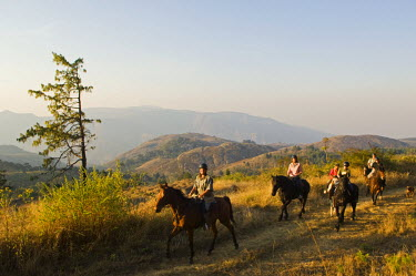 MW1489 Malawi, Zomba Plateau.  A horse riding safari is a popular way to explore Zomba Plateau.