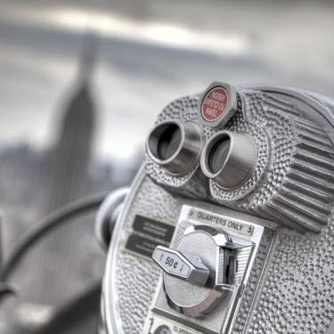 US60028 Binoculars & Empire State Building, Manhattan, New York City, USA