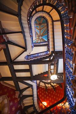 TPX27261 England, London, St.Pancras, Facade of Marriot St.Pancras Renaissance Hotel, The Victorian Grand Stairway