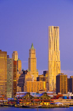 US60083 USA, New York, Manhattan, Lower Manhattan, tallest building is Beekman Tower (Frank Gehry), with Woolworth Building to its left, across East River
