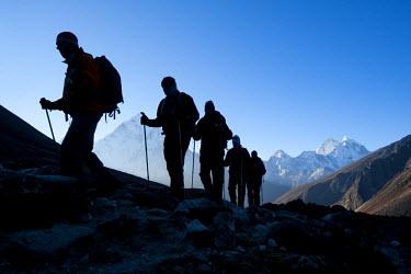 AR4316700013 Hikers above Dhugla, Khumbu Valley, Everest Region, Nepal