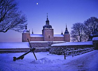 NP04147242 Castle covered with snow, Kalmar Castle, Kalmar, Smaland, Sweden