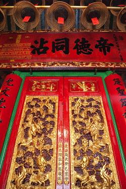TPX28390 China, Hong Kong, Hollywood Road, Man Mo Temple, Doorway Detail