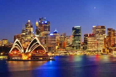 AUS1676AW Australia, New South Wales, Sydney, Sydney Opera House, City Skyline at dusk