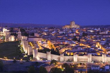 ES04170 Spain, Castilla y Leon Region, Avila Province, Avila, Las Murallas, town walls, elevated view