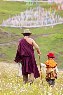 CN06316 Grandfather & grandson, Tagong, Tibetan area; Sichuan; China