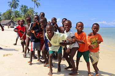 SIL0003AW Africa, Sierra Leone, Southern Province, Turtle Islands, Yele. A group of happy, smiling children.