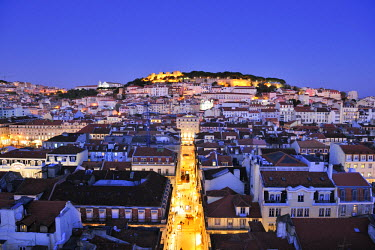 POR6761AW The historical centre and the Sao Jorge castle at dusk. Lisbon, Portugal