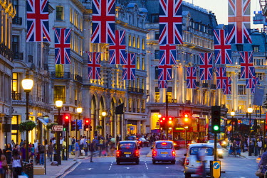 UK10500 UK, England, London, Regent Street, Taxis and Union Jack Flags