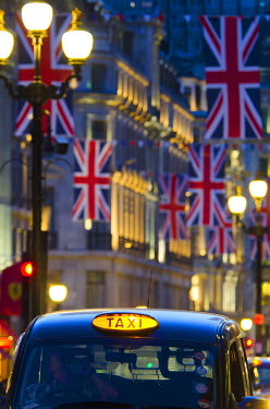 UK10501 UK, England, London, Regent Street, Taxis and Union Jack Flags