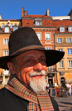 EU22_BBA0052_M Close up of older man who plays old fashioned music in Main Old Town Main Square Warsaw Poland