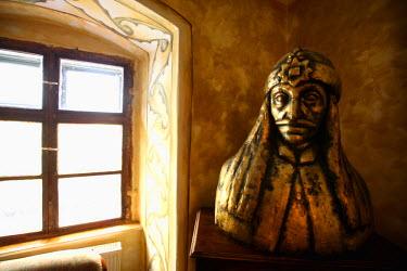 EU24_BBI0050_M Romania; Sighisoara. The statue of  Vlad Tepes also known as Dracula