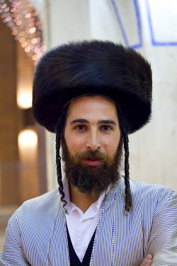 IS30197 Israel, Jerusalem, Portrait of Orthodox Jewish man (MR)
