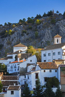 ES05736 Spain, Andalucia Region, Cadiz Province, Grazalema, elevated view of an Andalucian white village