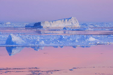 AN02_DGI0085_M Antarctica, Snow Hill Island. Iceberg at sunset, pink reflections in the sea.