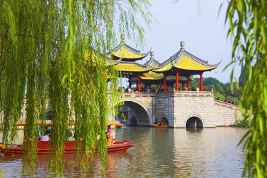 AS07_KSU1312_M Lotus Bridge (also called Five Pagoda) Bridge on Slim West Lake (Shouxihu), Yangzhou, Jiangsu, China