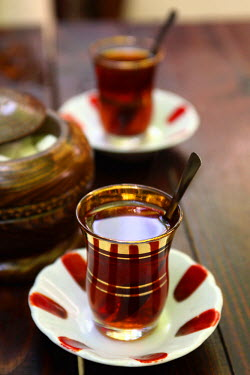 AS37_BBI0059_M Turkey, Istanbul. Traditional Turkish tea serve in a cafe in Grand Bazaar